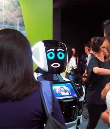 Robô promotor trabalhando em eventos e feiras