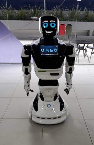 Umbô - Promobot V4 - Robô inteligente