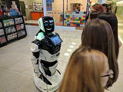 Umbô - Promobot V4 trabalhando no Morumbi Town Shopping