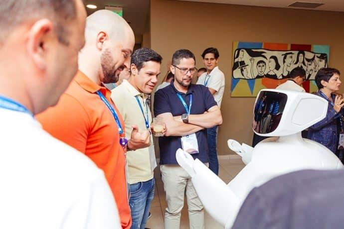 Robôs em eventos: Otimização da experiência do participante